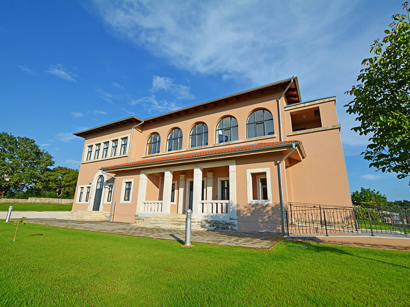 1488982, Villa  with private pool in Tinjan, Istria, Croatia for 22 persons...