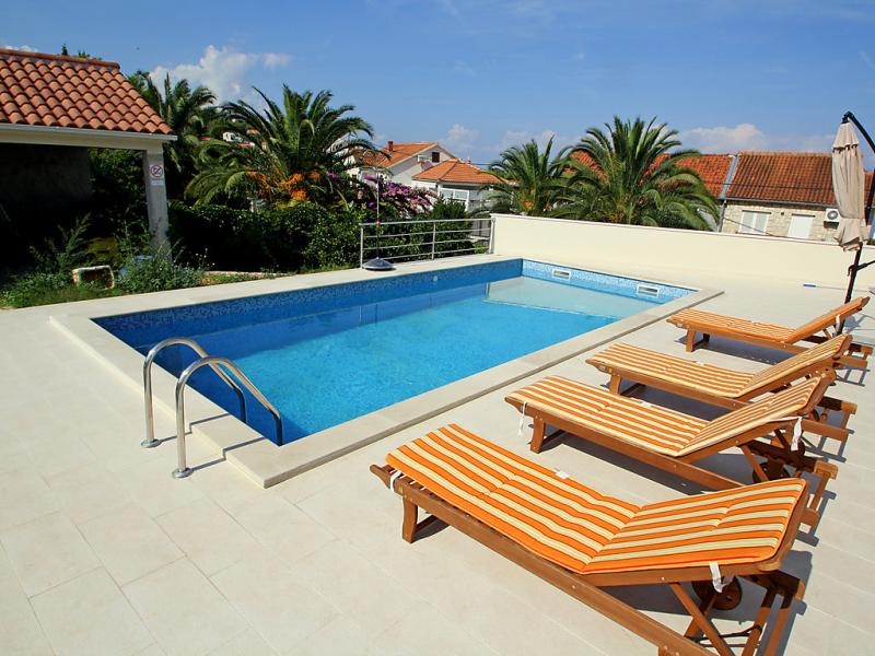 1489185,Apartamento  con piscina privada en Brač-Sutivan, Central Dalmatia, Croacia para 5 personas...