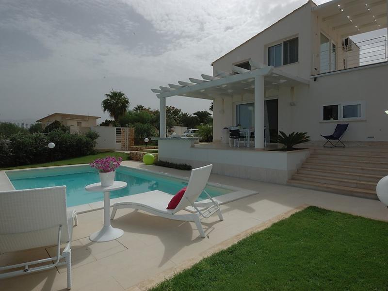 Bianca 1492878,Vivienda de vacaciones en Alcamo Marina, Sicily, Italia  con piscina privada para 5 personas...