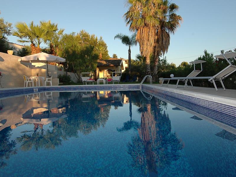 Azzurra 1492882,Vivienda de vacaciones  con piscina privada en Trappeto, Sicily, Italia para 6 personas...