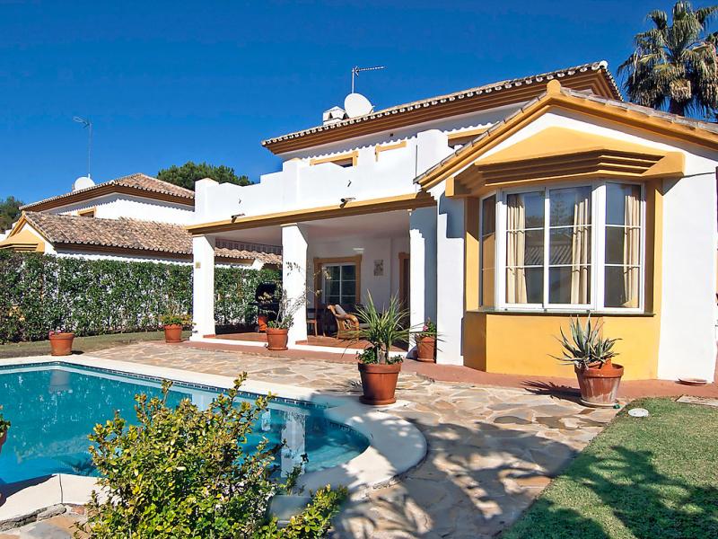Hacienda andaluz 1492887,Vivienda de vacaciones  con piscina privada en Calahonda, en la Costa Calida, España para 6 personas...