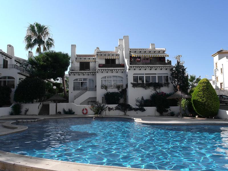 Angius i 147905,Cuarto de hotel en Orihuela Costa, en la Costa Blanca, España  con piscina privada para 6 personas...