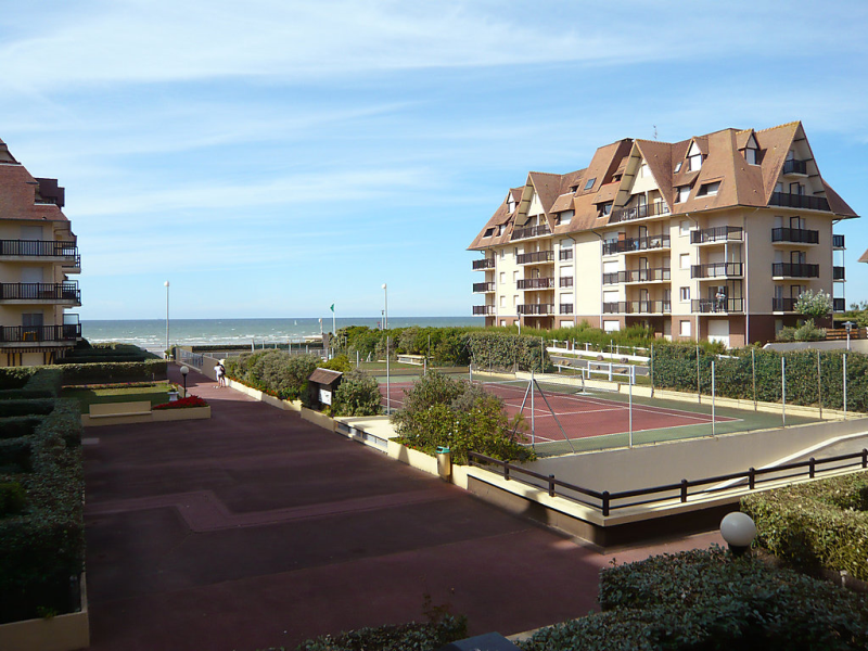 Les normandires 148166,Cuarto de hotel  con piscina privada en Cabourg, Normandy, Francia para 2 personas...