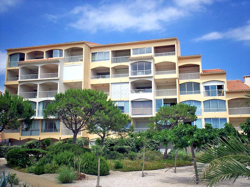 Mykonos 149992,Cuarto de hotel  con piscina privada en Port Leucate, Central Pyrenees, Francia para 4 personas...