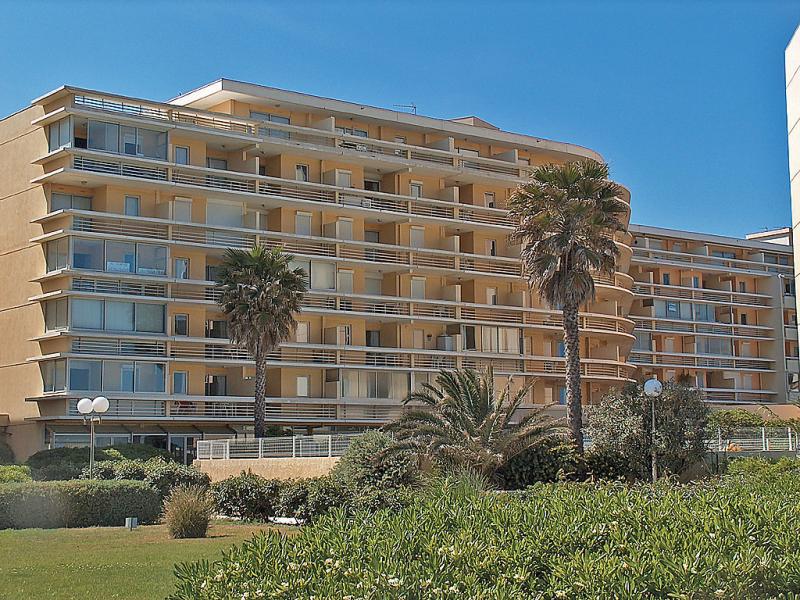 Copacabana 1410084,Cuarto de hotel en Canet-Plage, Languedoc-Roussillon, Francia  con piscina privada para 4 personas...