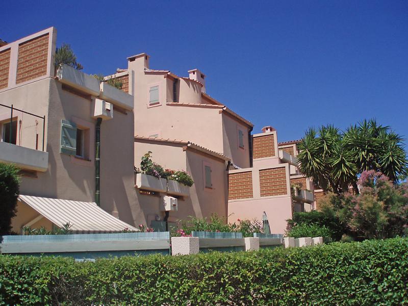 Les terrasses fleuries 1410145,Cuarto de hotel en Saint Cyprien, Languedoc-Roussillon, Francia para 4 personas...