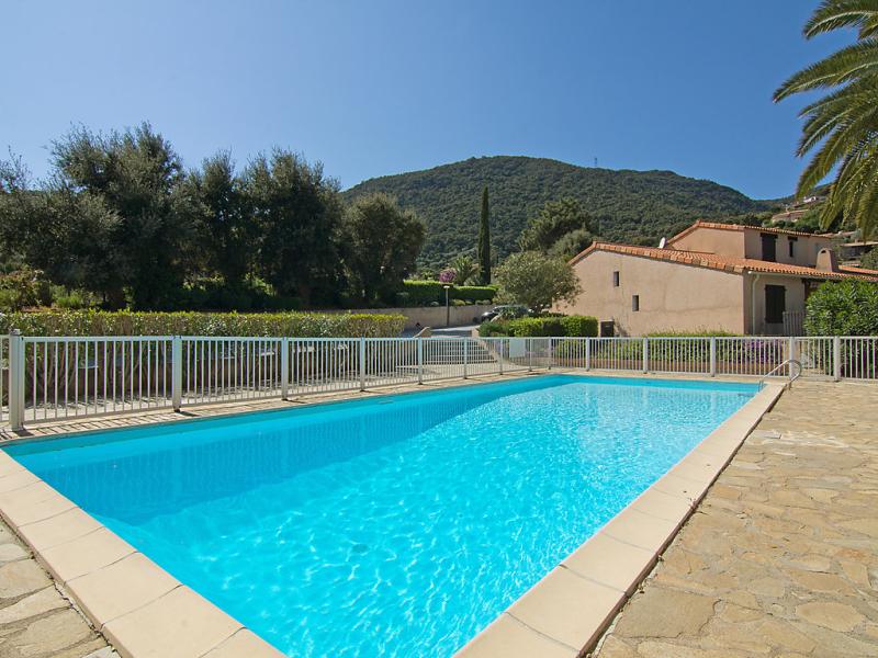 Le clos du rigaud 1411972,Cuarto de hotel  con piscina privada en Cavalaire-sur-Mer, Provence-Alpes-Côte d'Azur, Francia para 4 personas...