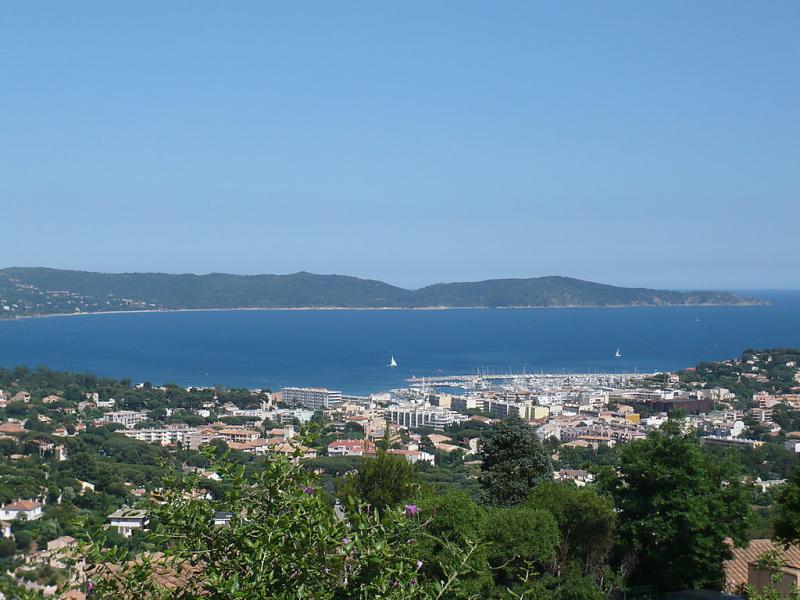 Les jardins dazur 1412010,Cuarto de hotel en Cavalaire-sur-Mer, Provence-Alpes-Côte d'Azur, Francia  con piscina privada para 4 personas...