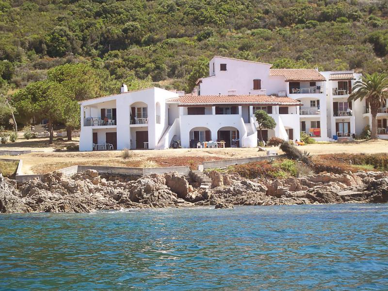 Punta paliagi 1412551,Cuarto de hotel  con piscina privada en Calcatoggio, Corsica, Francia para 4 personas...