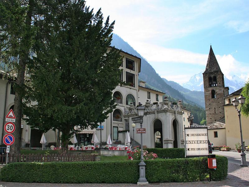 Universo 1413788,Cuarto de hotel en Courmayeur, Aosta Valley, Italia para 4 personas...