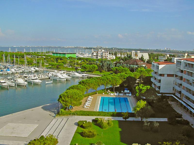 Aprilia 1413946,Cuarto de hotel  con piscina privada en Aprilia Marittima, Friuli-Venezia Giulia, Italia para 4 personas...
