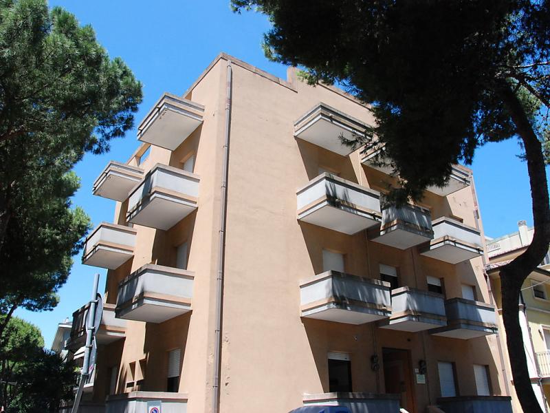1414183,Cuarto de hotel en Cattolica, Emilia-Romagna, Italia para 4 personas...