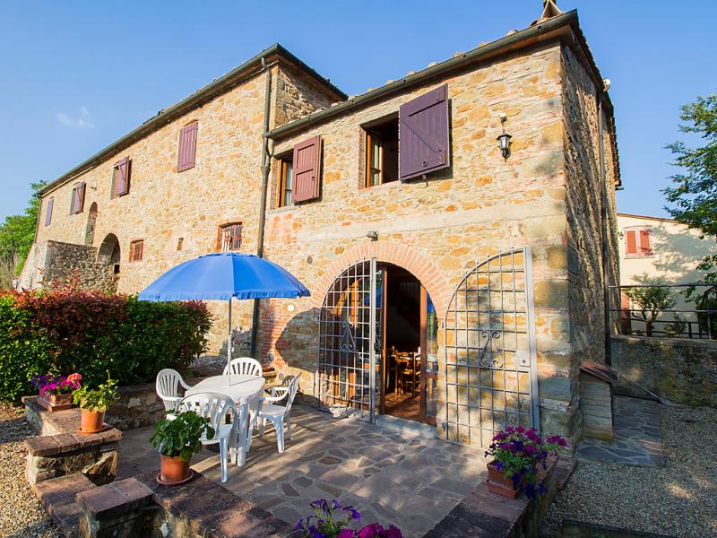Girasole 1414625,Casa rural en Bucine, en Toscana, Italia  con piscina privada para 8 personas...
