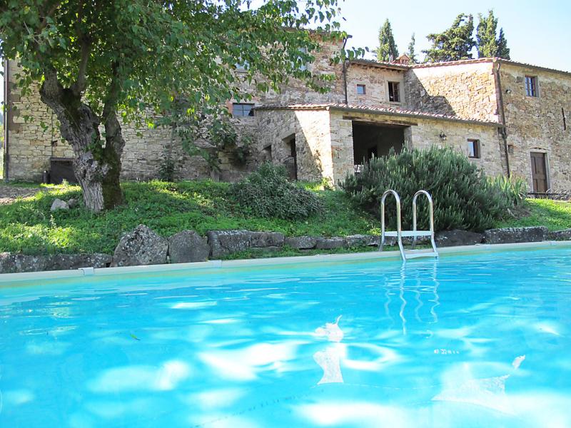 Le bonatte 1415242,Casa rural en Radda in Chianti, en Toscana, Italia  con piscina privada para 4 personas...