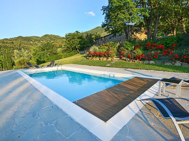 Il borgo di gugena 1420514,Casa rural en Dicomano, en Toscana, Italia  con piscina privada para 8 personas...