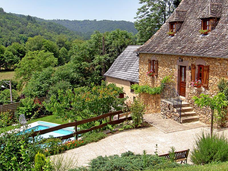 Tres peuch 1420945,Casa rural en Argentat, Limousin, Francia  con piscina privada para 6 personas...