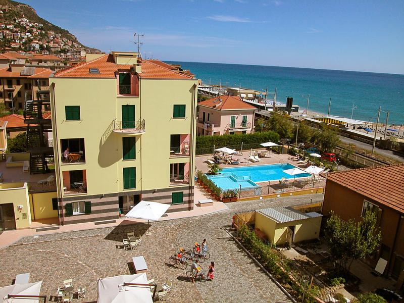 Le saline 1420978,Cuarto de hotel  con piscina privada en Finale Ligure, Liguria, Italia para 3 personas...