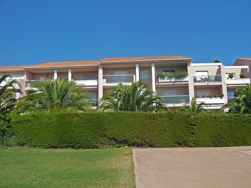 Jardin bleu 1427880,Cuarto de hotel en Nice, en la Cote d'Azur, Francia  con piscina privada para 2 personas...