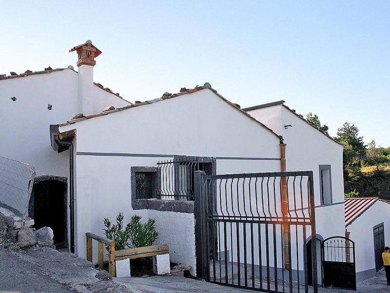 Gelso 1433181,Maison rurale  avec piscine privée à Piedimonte Etneo, Sicily, Italie pour 6 personnes...