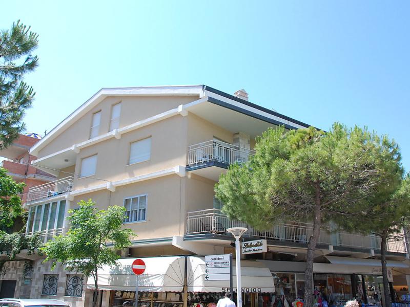 1433243,Cuarto de hotel en Cattolica, Emilia-Romagna, Italia para 4 personas...