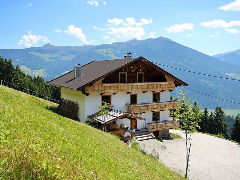 1435996,Rustikales Ferienhaus in Fügen, Tirol, Österreich für 13 Personen...