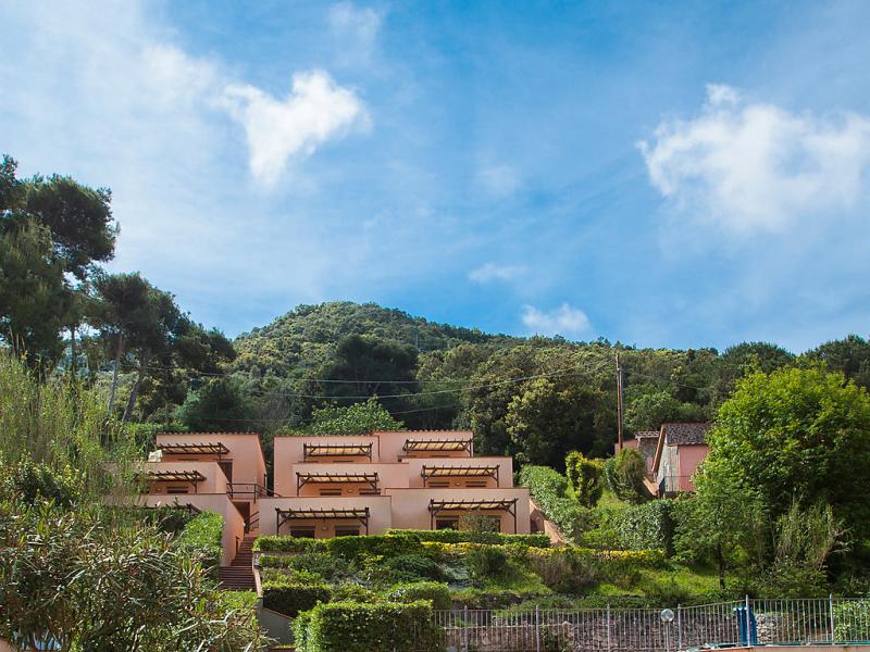 La fonte 1447586,Cuarto de hotel en Elba Nisporto, Elba, Italia  con piscina privada para 5 personas...