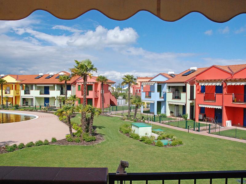 Bilo 4 balcony 1451216,Cuarto de hotel  con piscina privada en Aprilia Marittima, Friuli-Venezia Giulia, Italia para 4 personas...