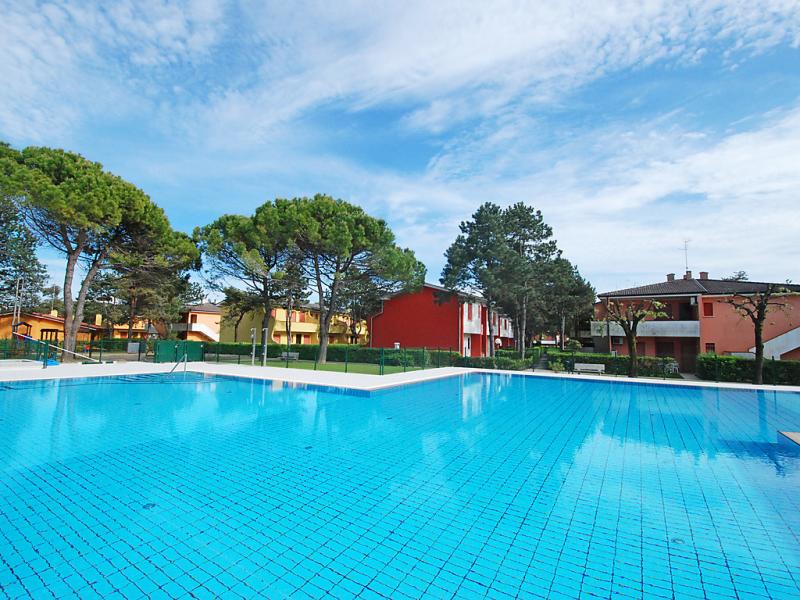 Villaggio azzurro 1456532,Cuarto de hotel  con piscina privada en Bibione, Veneto, Italia para 5 personas...
