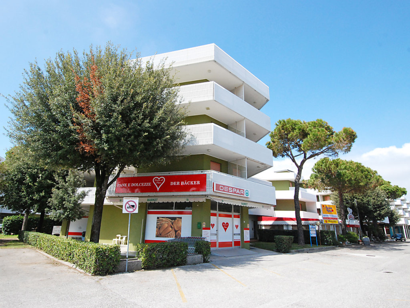 Moschettieri 1456533,Cuarto de hotel en Bibione, Veneto, Italia para 5 personas...