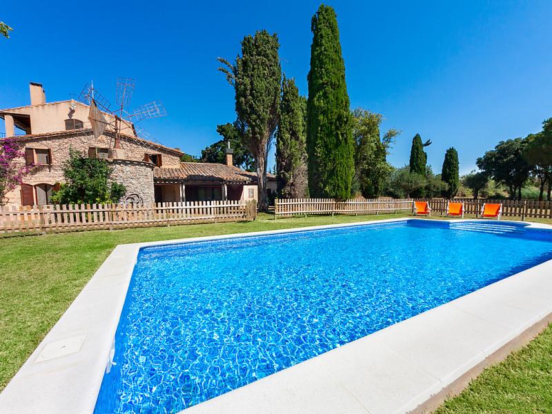Mas moli 1458686,Casa rural en Vall-llobrega, Catalunya, España  con piscina privada para 17 personas...