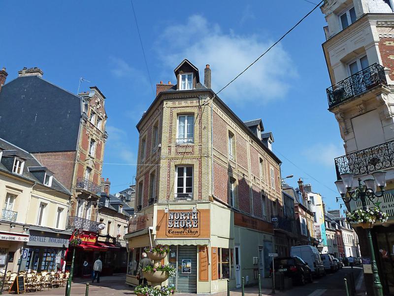 Orlans 1461054,Cuarto de hotel en Deauville, Calvados, Francia para 5 personas...