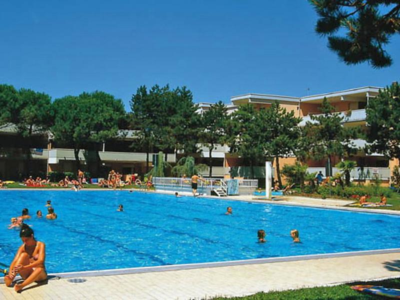 Solarium 1461787,Cuarto de hotel en Bibione, Veneto, Italia  con piscina privada para 5 personas...