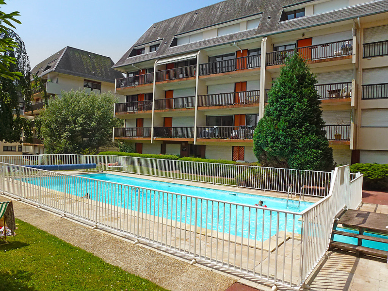 Le grand large 1467901,Cuarto de hotel  con piscina privada en Deauville, Calvados, Francia para 3 personas...