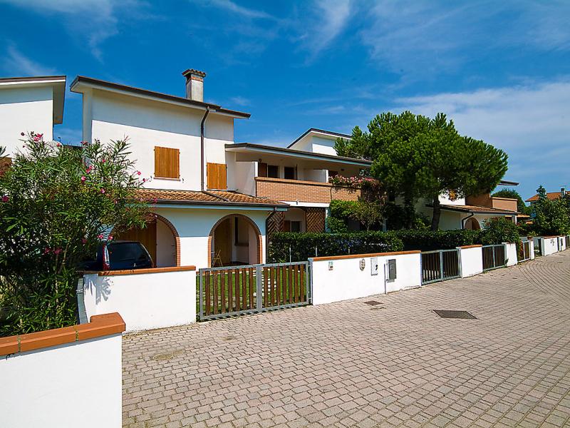 Lecci 1468374,Cuarto de hotel en Eraclea Mare, Veneto, Italia para 4 personas...