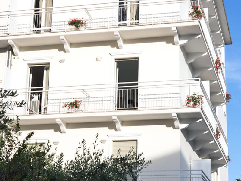 Residence 2 1469021,Cuarto de hotel en Rimini, Emilia-Romagna, Italia para 3 personas...