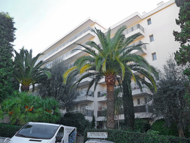 Le floriana 1469214,Cuarto de hotel  con piscina privada en Cannes, en la Cote d'Azur, Francia para 2 personas...