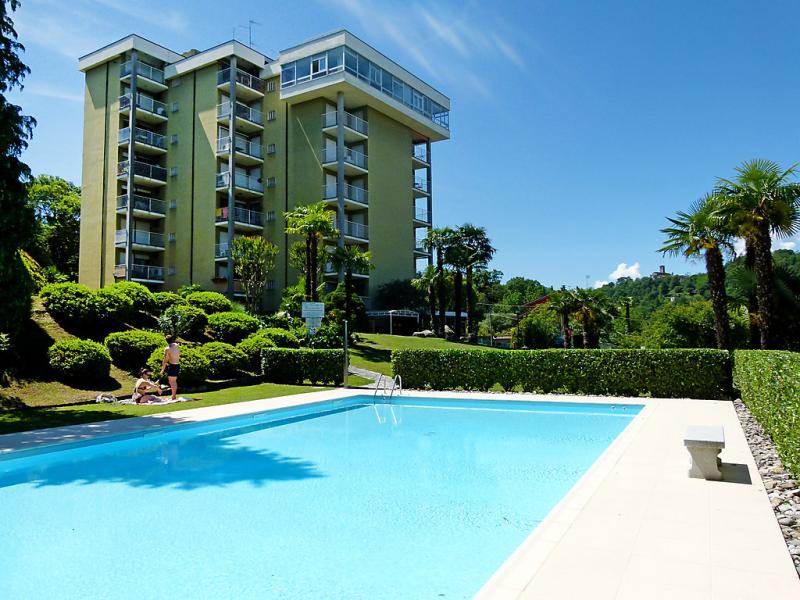 Euroville 1469510,Cuarto de hotel en Luino, Lombardia, Italia  con piscina privada para 4 personas...