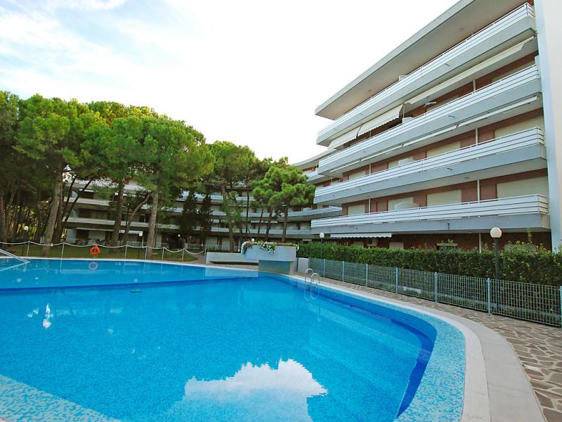 Meridiana 1472539,Cuarto de hotel  con piscina privada en Lignano Riviera, Friuli-Venezia Giulia, Italia para 3 personas...