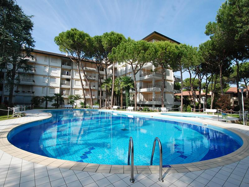 Donatello 1472590,Cuarto de hotel  con piscina privada en Lignano Riviera, Friuli-Venezia Giulia, Italia para 4 personas...