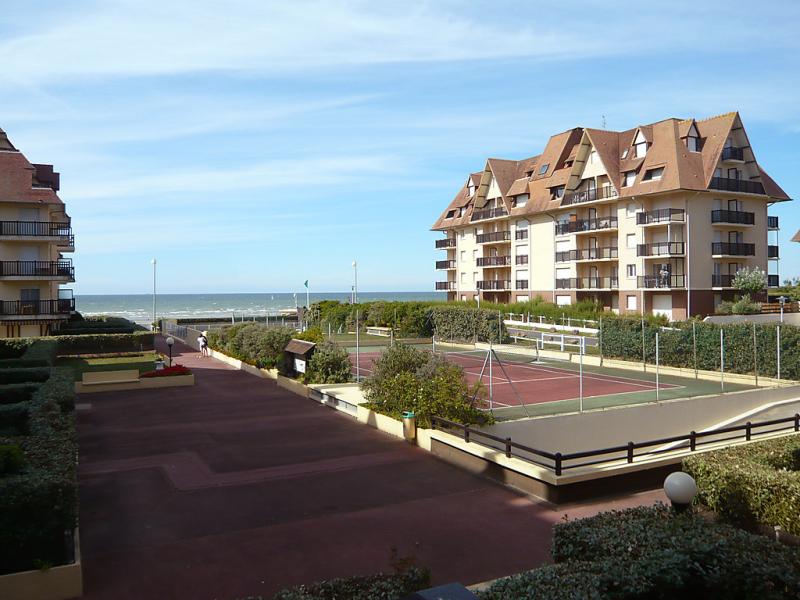 Les normandires 1478976,Cuarto de hotel  con piscina privada en Cabourg, Normandy, Francia para 2 personas...