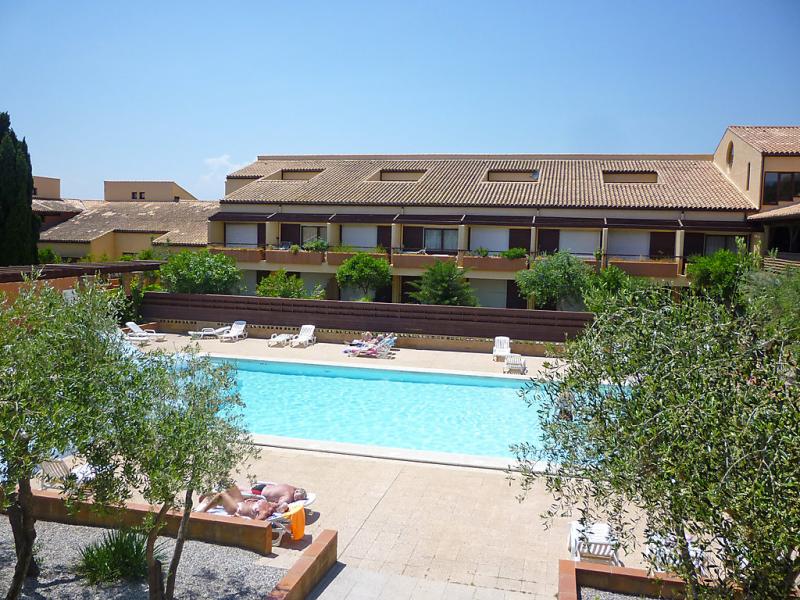Du golf 1479469,Cuarto de hotel  con piscina privada en Saint Cyprien, Languedoc-Roussillon, Francia para 3 personas...
