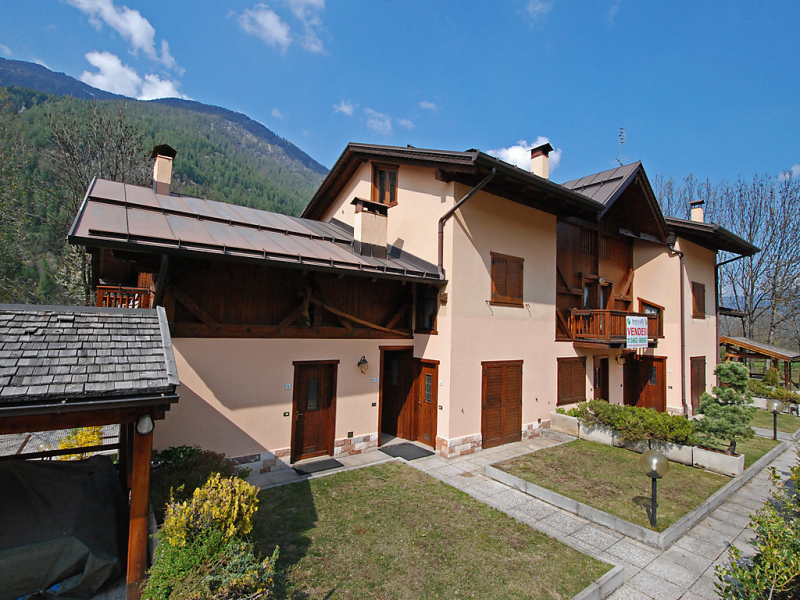 Palazzina sole 1482575,Cuarto de hotel en Mezzana Marilleva, Trentino-Dolomites, Italia para 7 personas...