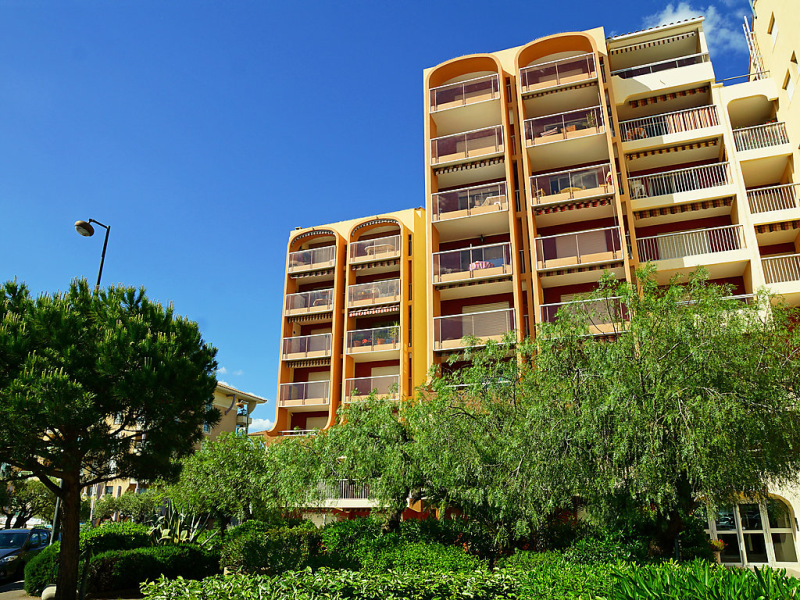 Le capitole 1483068,Cuarto de hotel en Fréjus, en la Provenza, Francia para 3 personas...
