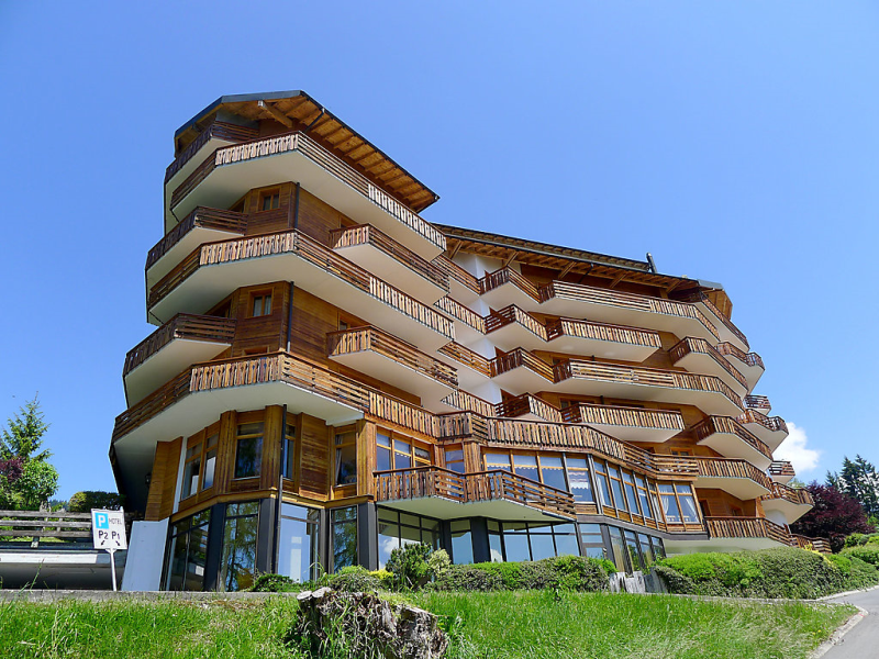 Le bristol b52 1483237, Hotel room in Villars, Alpes Vaudoises, Switzerland  with private pool for 4 persons...