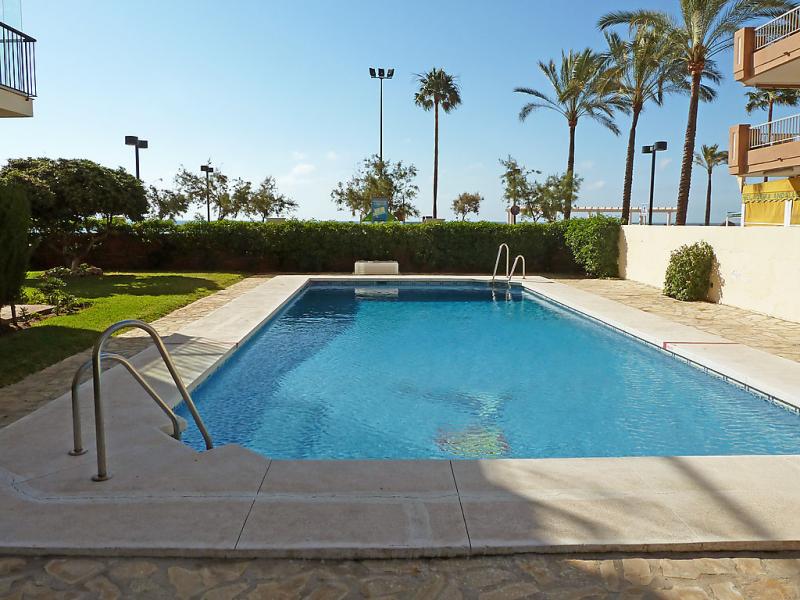 Aptsbarbados 1483359,Apartamento en Fuengirola, Andalucía, España  con piscina privada para 4 personas...