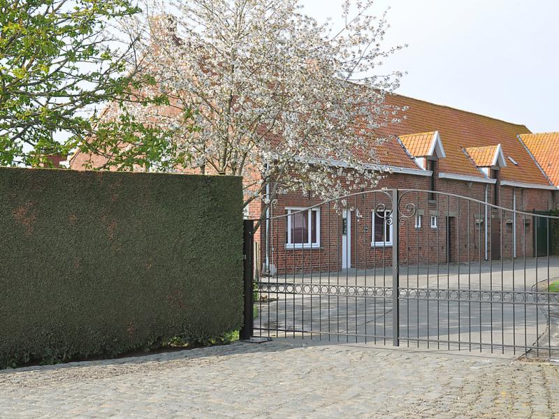 Hulstehof 1484656,Casa rural en Zarren, West Flanders, Bélgica  con piscina privada para 8 personas...