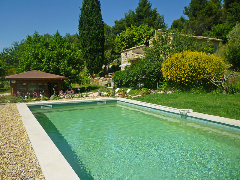 1485452,Casa rural  con piscina privada en Vaugines, en la Provenza, Francia para 3 personas...