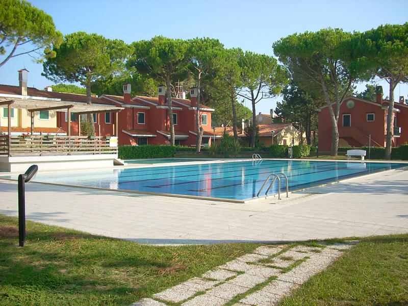 Michelangelo 1487066,Cuarto de hotel  con piscina privada en Bibione, Veneto, Italia para 6 personas...
