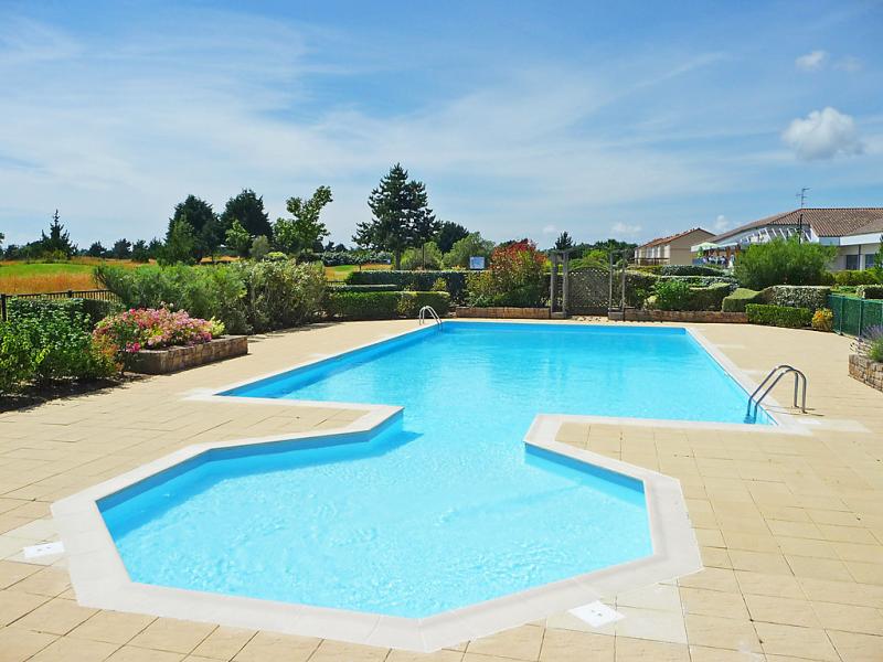 Lore du golf 1487871,Cuarto de hotel  con piscina privada en Pornic, Loire Country, Francia para 4 personas...