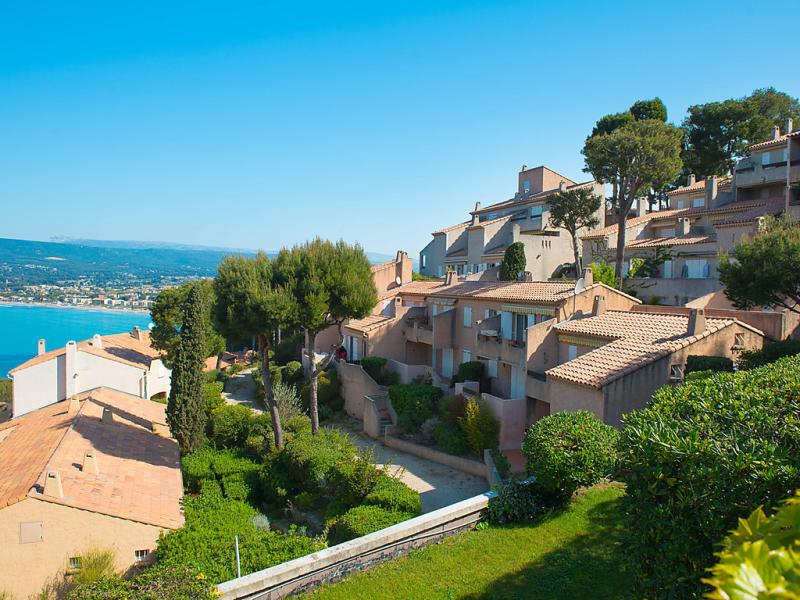Mas de la madrague 1488511,Cuarto de hotel  con piscina privada en Saint-Cyr-sur-Mer, Côte d'Azur, Francia para 4 personas...